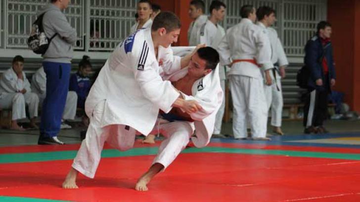 12 români participă la Campionatul European de Judo de la Varșovia